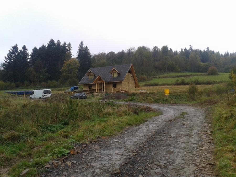 chata w bieszczadach dom z gliny