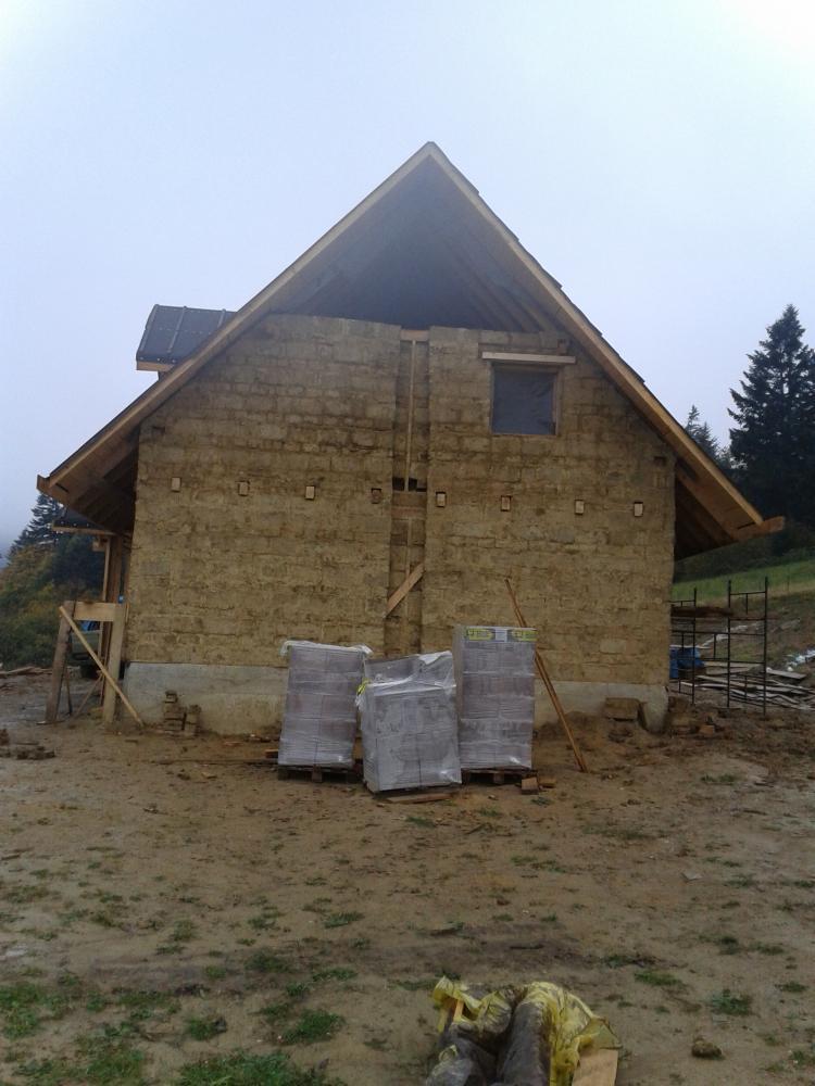 dom z gliny chataz gliny, chata z gliny