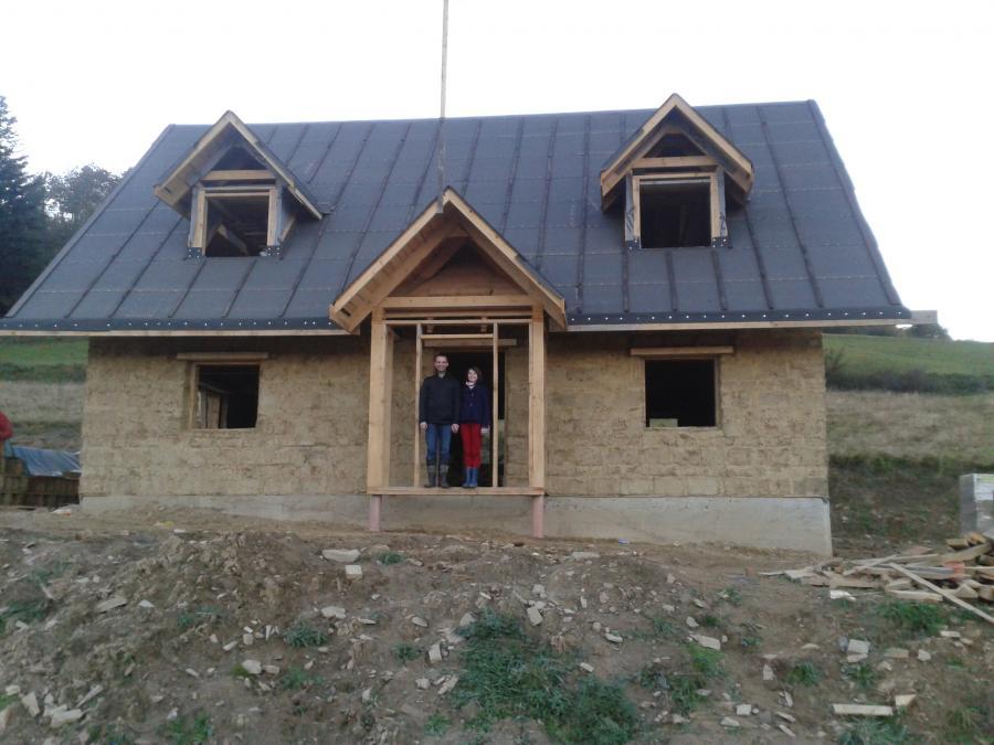 chata z gliny dom z gliny bieszczady baligród