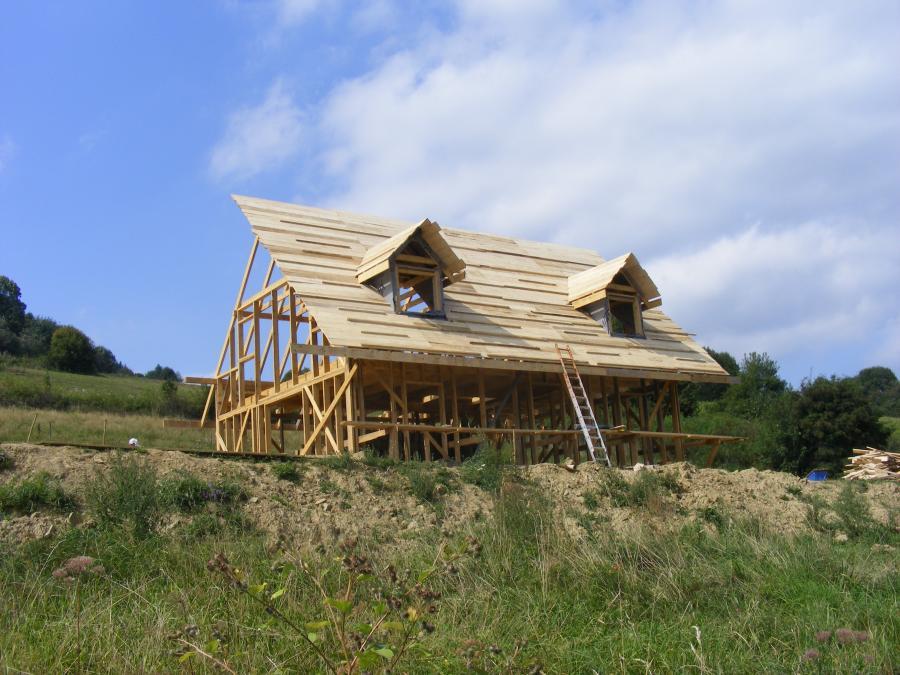 dom z gliny w baligrodzie