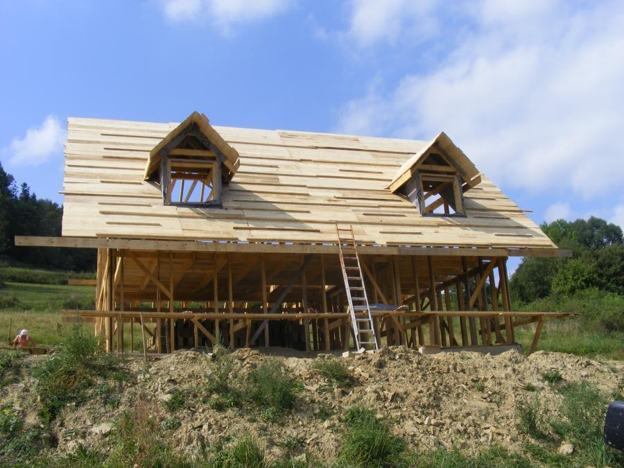 chata z gliny bieszczady