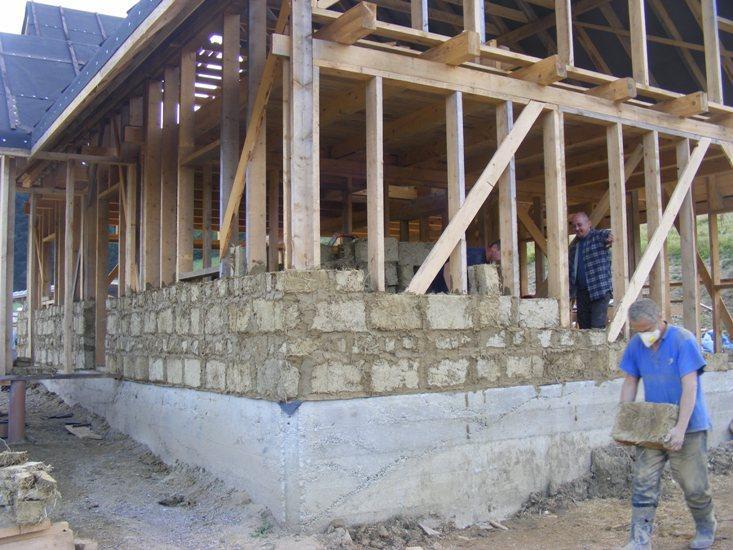 ściana z gliny murowanie z gliny