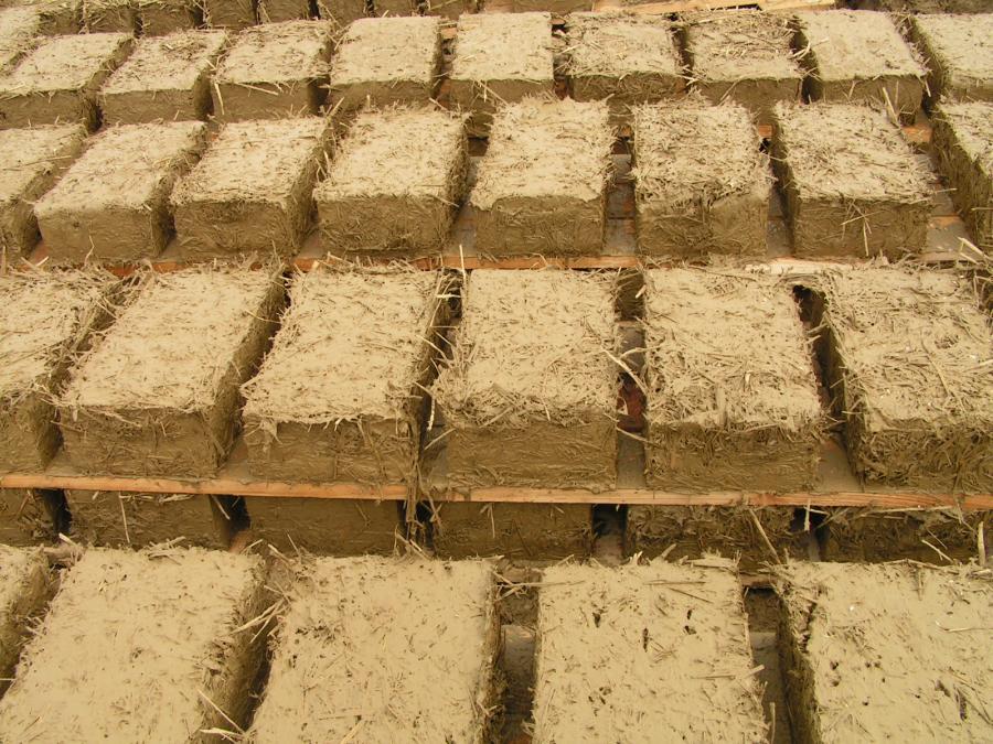 bloczki z gliny, chata dom z gliny baligród